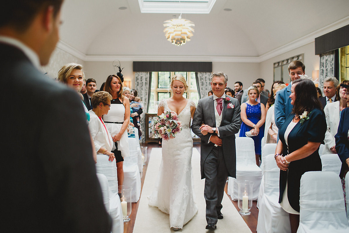 Arrival of the bride at Foxhill Manor