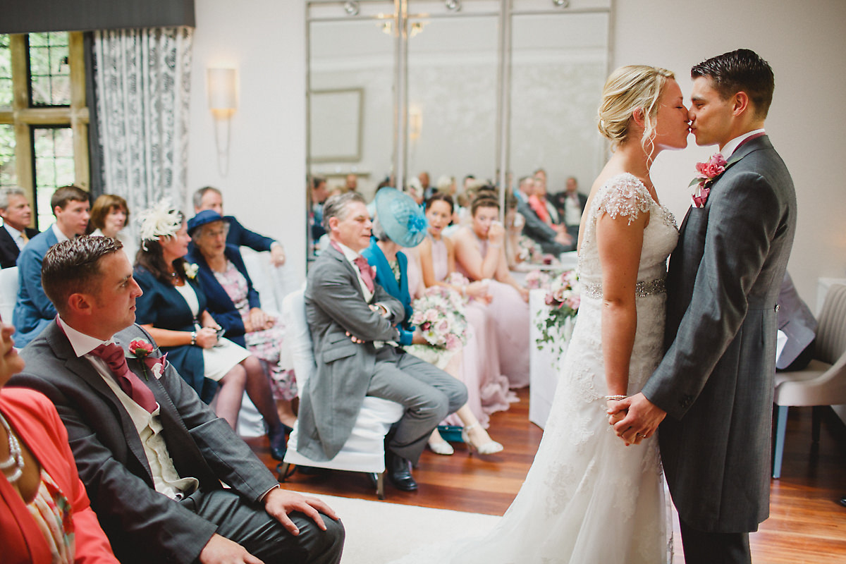 First kiss at Foxhill Manor ceremony