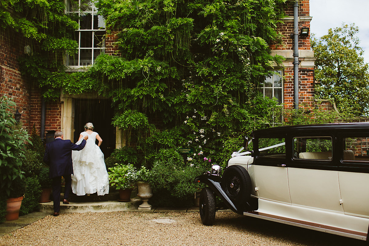 Bride arriving at Island Hall