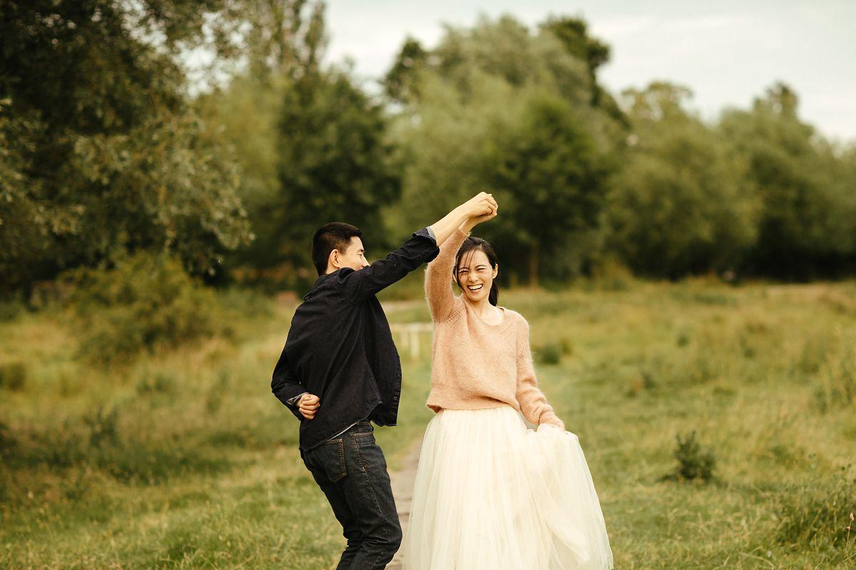 Modern Cambridge pre-wedding photo shoot